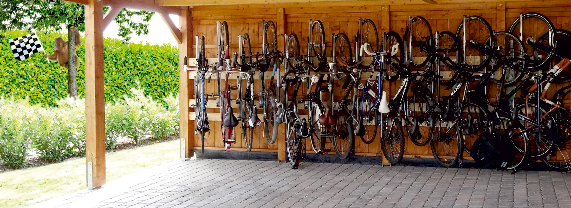 15 bikes parked at the Bicyclejack - space now only 4m²